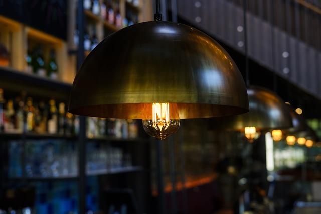 Plafony – idealny wybór do oświetlenia jadalni