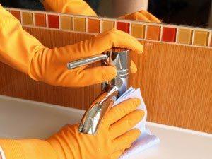 Jak poradzić sobie z osadzającym się kamieniem w łazience