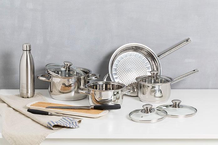 zestaw garnków do kuchni