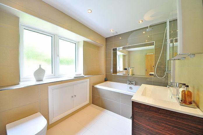 Jakie okna wybrać do łazienki